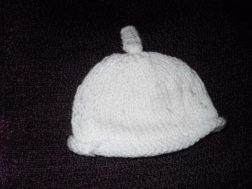 Handknitted early baby hat 3-5lb